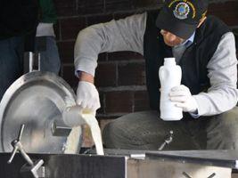 Leite Compen$ado investiga adição de bicarbonato e água ao produto