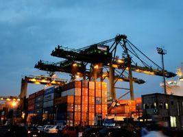 Porto de Santos projeta crescimento na movimentação de cargas em 2017