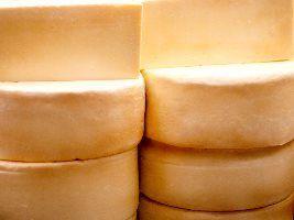 Professora de escola francesa ministra curso inédito de cura de queijo no Brasil